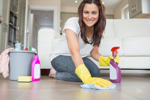 Kodin siivous puhtaaksi